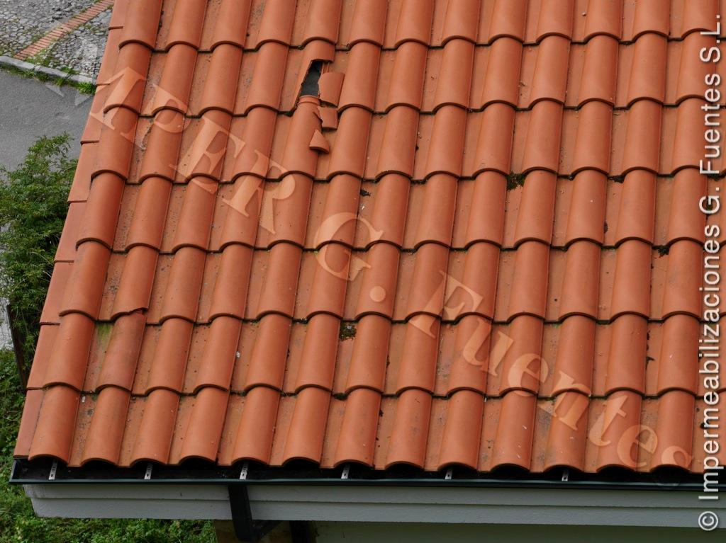 Reparación de tejados. Reposición de tejas rotas y movidas por el viento